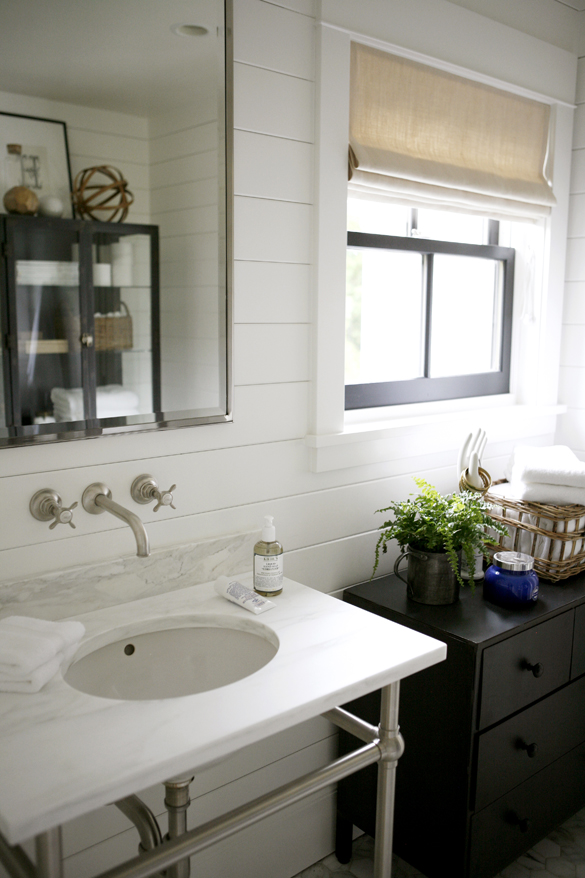 Beautiful modern farmhouse bathroom