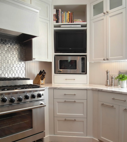 Love this brilliant solution to the corner cabinet dilemma!