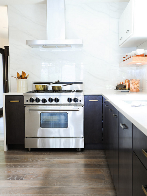 Such an sophisticated kitchen--marble and brass galore.