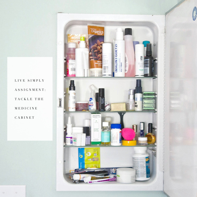 getting organized one project at a time! This weekend's assignment: the medicine cabinet.