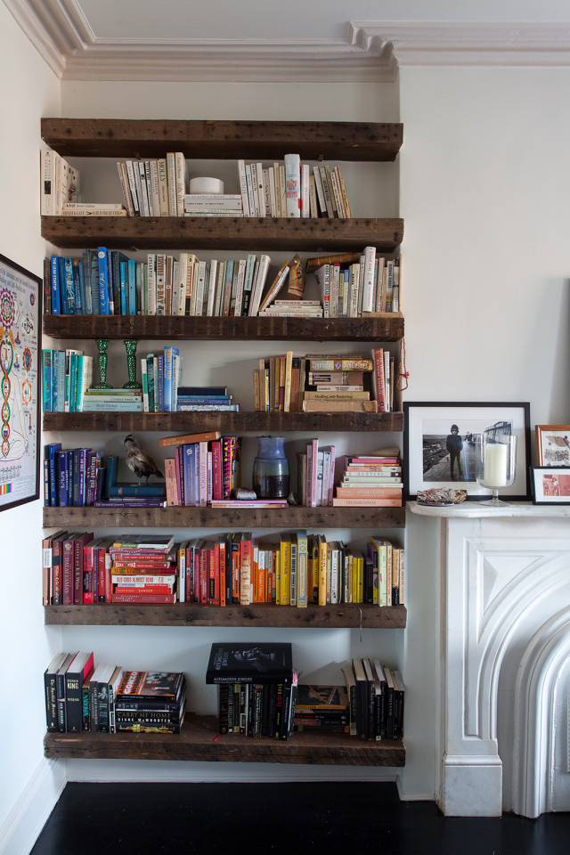 getting organized by tackling one project at a time. This weekend: bookshelves and magazines!