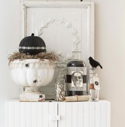 Sanity-saving, wallet-relieving, storage space-freeing rules for holiday decorating.