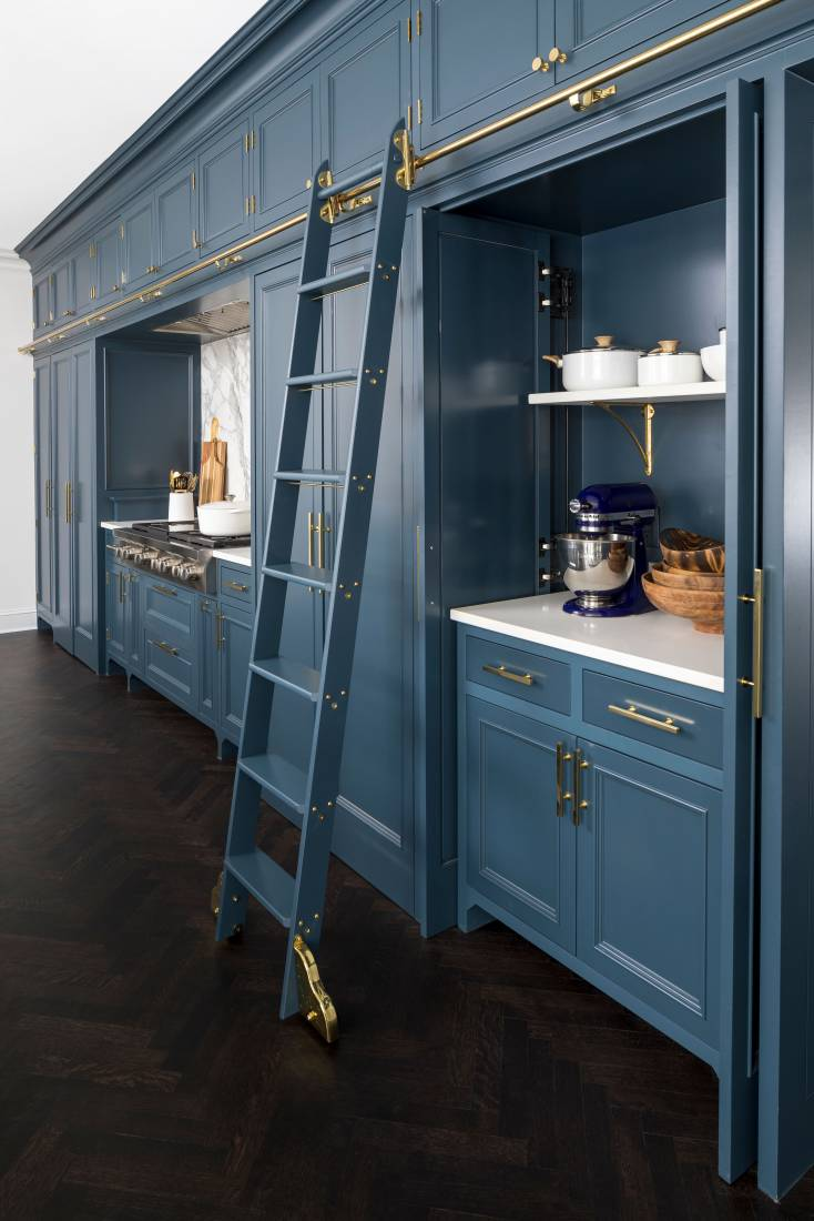 half white, half Prussian blue, all time-honored modern kitchen design
