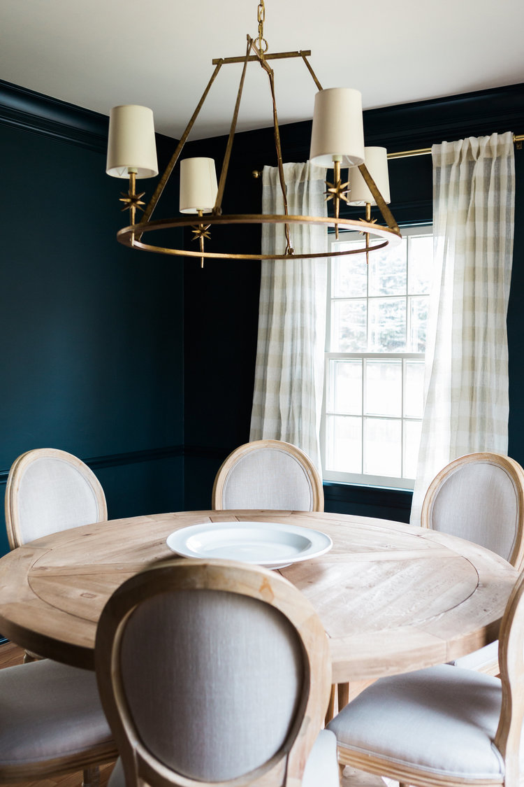 A dramatic dining room that's full of contrast.