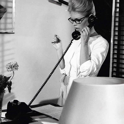 brigitte-bardot-reading-glasses
